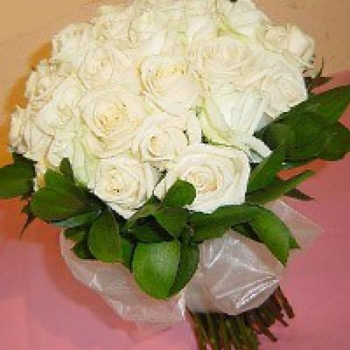 Order online flowers to visakhapatnam send white roses bunch in vizag white roses bouquet mightylinksfo